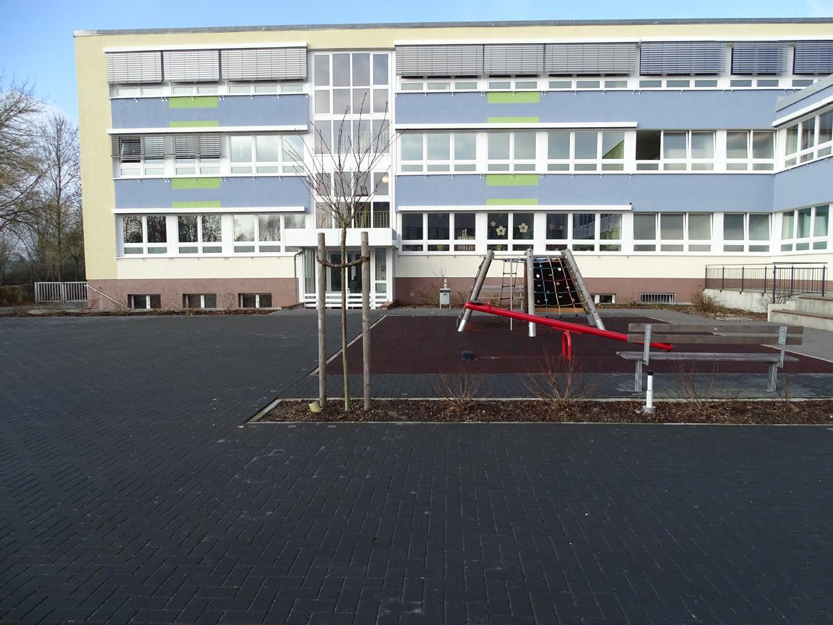 Schulhof Klötze